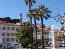 Beautiful Cannes setting (Gorgeous setting, perfect weather, amazing Cannes)